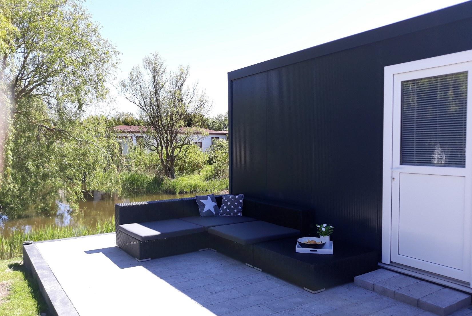 chalet-gestrand-huren-comfortabele-loungeset-S