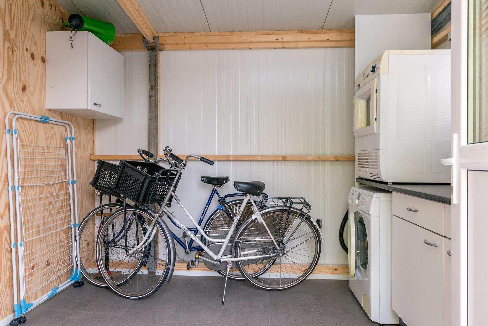 chalet-gestrand-interieur-tuinhuis-fietsen