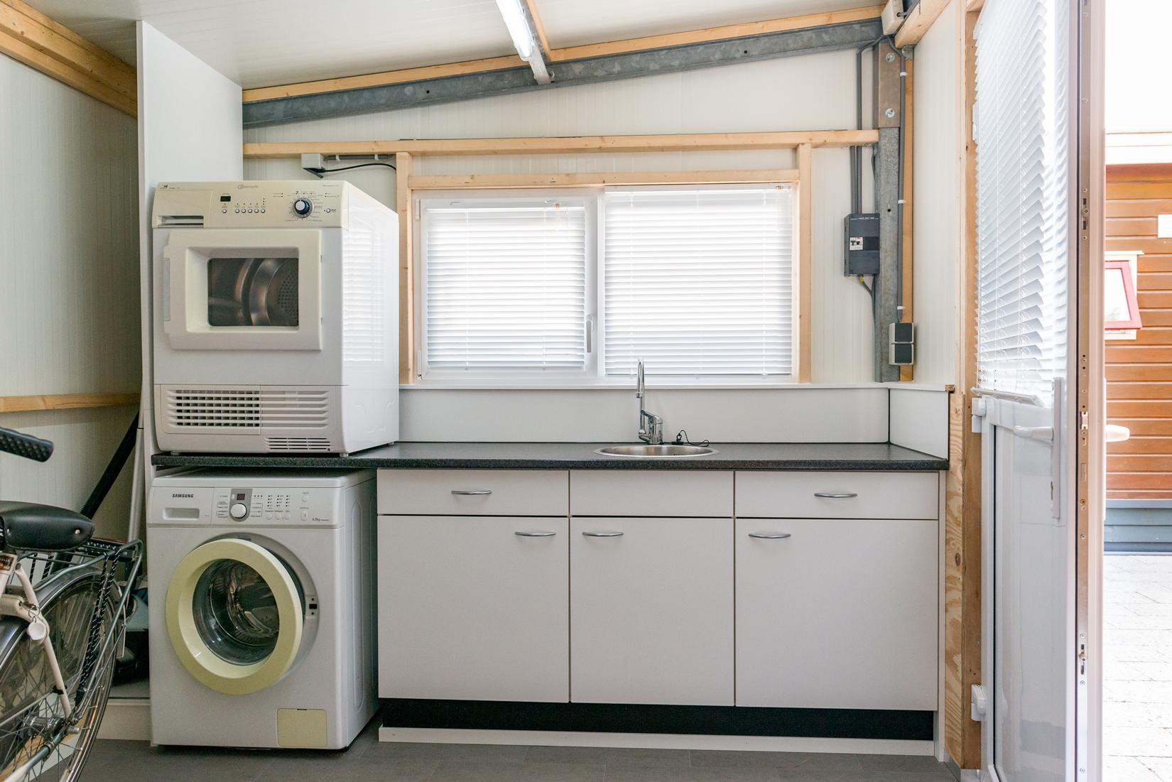 chalet-gestrand-interieur-tuinhuis-wasmachine-droger