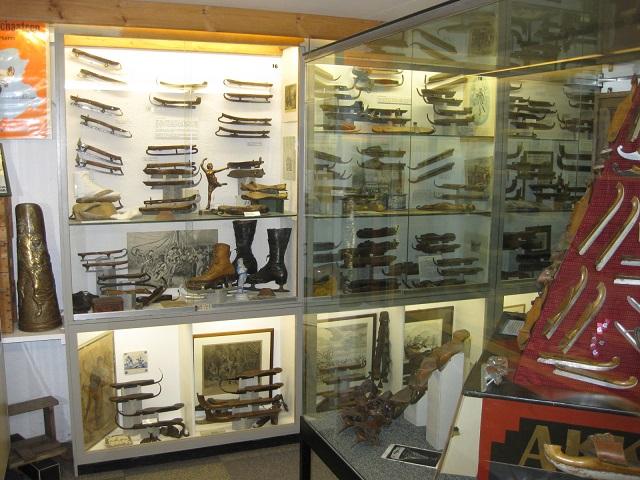 hindeloopen-schaatsmuseum-omgeving makkum